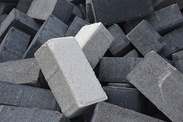 betonski škarpniki sivo